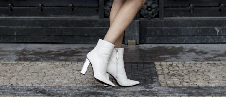 Winter Outfits mit weißen Stiefeln