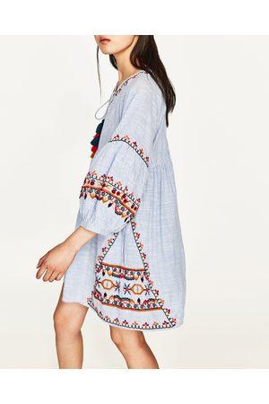 Zara gestreiftes kleid mit stickerei
