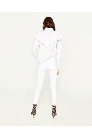 Zara JEANS MIT MITTELHOHEM BUND UND RISSEN - In weiteren Farben verfügbar
