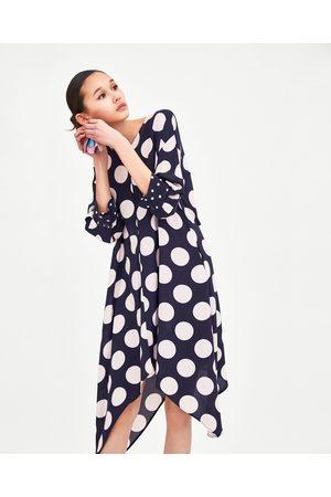 Kleid mit punkten schwarz weib zara