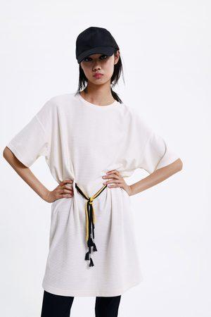 Zara Kleid mit strukturmuster und tunnelzug