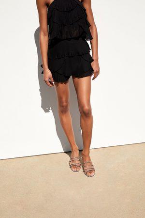 Zara Plissierte shorts mit volant