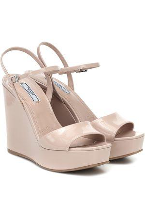 Prada Wedge-Sandalen aus Lackleder