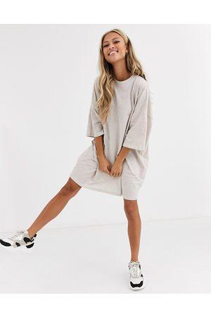 ASOS Oversized-T-Shirt-Kleid in Hafermehl