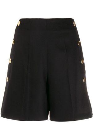 Patou Shorts mit seitlichen Knöpfen