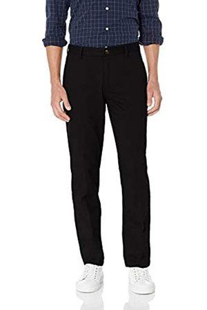 Amazon Amazon Essentials Herren-Chino-Hose mit gerader Passform, knitterfrei, flache Vorderseite, Schwarz (True Black)