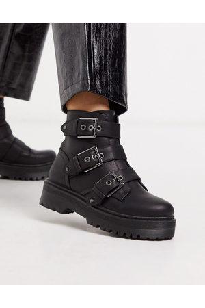 Qupid Stiefel mit dicker Sohle und Schnalle in