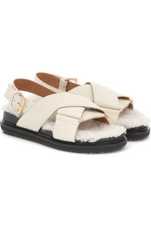 Marni Sandalen aus Leder mit Shearling