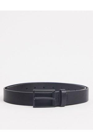ASOS Schmaler, schwarzer Gürtel aus Kunstleder mit mattschwarzer Schnalle