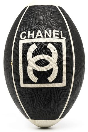 CHANEL Rugbyball mit CC