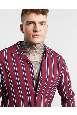 ASOS Herren Hemden - Gestreiftes Hemd mit Reverskragen und regulärem Schnitt in Burgunderrot