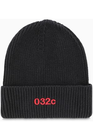 032c Black/red beanie with logo
