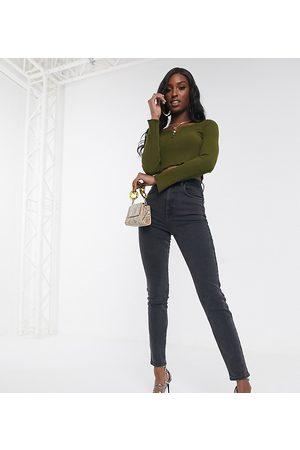 ASOS ASOS DESIGN Tall – Farleigh Slim – Hoch geschnittene Mom-Jeans in verwaschenem