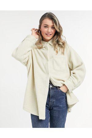 ASOS – Hemdjacke aus Fleece in Creme