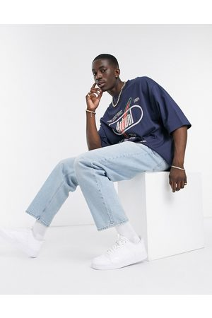 ASOS – Weite Jeans in verwaschenem Hellblau