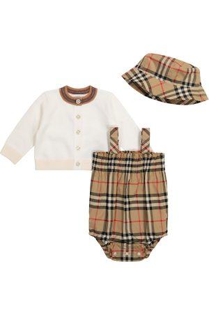 Burberry Baby Set Vintage Check aus Cardigan, Spieler und Hut