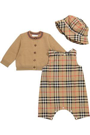 Burberry Baby Set Baby Vintage aus Playsuit, Cardigan und Hut