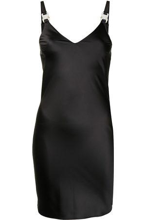 adidas Kleid mit V-Ausschnitt