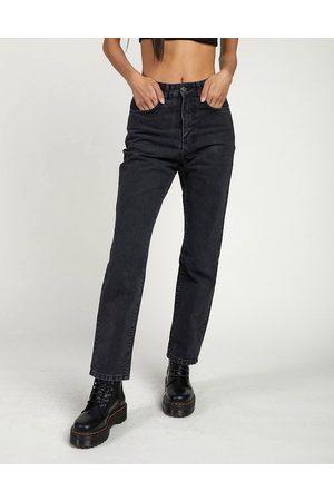 adidas – Mom-Jeans in schwarzer Denim-Waschung