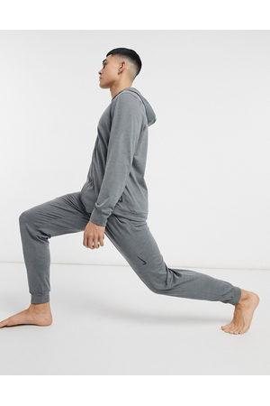 adidas Nike – Yoga Hyperdry – Fleece-Jogginghose in