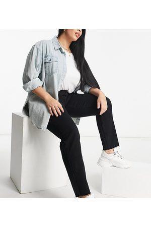 Missguided – Riot – Mom-Jeans in mit hohem Bund und unversäuberten Kanten