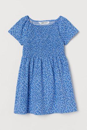 H&M Gesmoktes Kleid