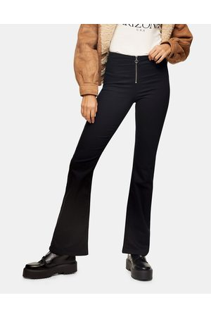 Topshop – Bootcut-Jeans in
