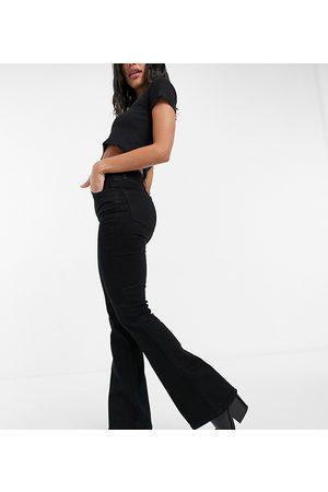Reclaimed Vintage – Inspired 79 – Superstretch-Jeans mit Schlag in Reinschwarz