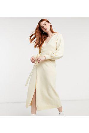 Outrageous Fortune – Exclusive – Strickjackenkleid in gebrochenem Weiß-Neutral