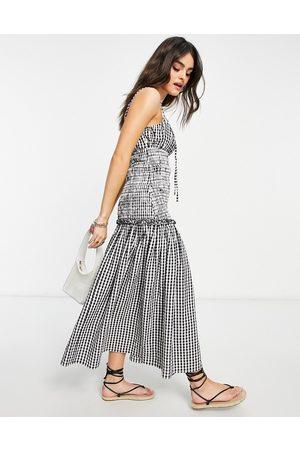 ASOS – Midi-Sommerkleid mit Trägern, geraffter Brust & Taille aus Baumwoll-Popelin mit Vichy-Karomuster-Mehrfarbig