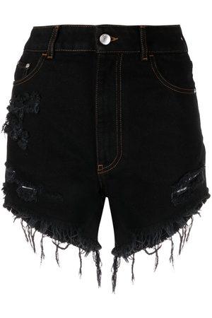 GCDS Damen Shorts - Distressed denim shorts