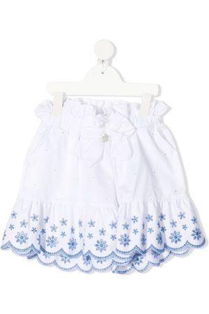 MISS BLUMARINE Mädchen Shorts - Floral-embroidered scalloped shorts
