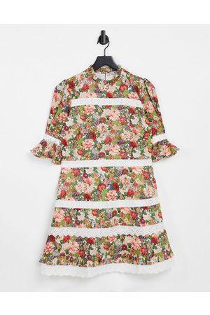 HOPE & IVY Damen Freizeitkleider - – Made with Liberty Fabric – Minikleid mit kontrastierender Spitze und Blumenmuster-Mehrfarbig