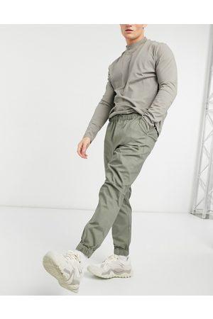 ASOS Schmal zulaufende Jogginghose im Chino-Stil mit elastischem Bund in Khaki