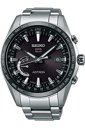 Seiko Herren Analog Solar Uhr mit Titan Armband SSE085J1
