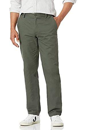Amazon Herren-Chino-Hose mit gerader Passform, knitterfrei, flache Vorderseite, Grün (Olive)