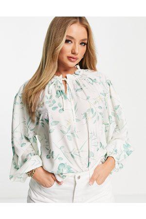 In The Style X Stacey Solomon – Weiß geblümte Oversized-Bluse mit weiten Ärmeln und Bindedetail, Kombiteil-Mehrfarbig
