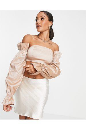 Rare Fashion London – Schulterfreies Oberteil mit Ärmeldetail aus Taft in Taupe, Kombiteil