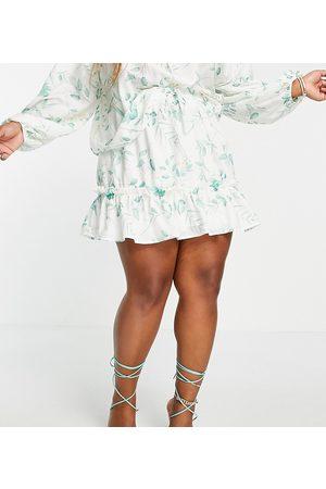 In The Style X Stacey Solomon – Rüschen-Minirock in Weiß mit Blumendruck, Kombiteil-Mehrfarbig