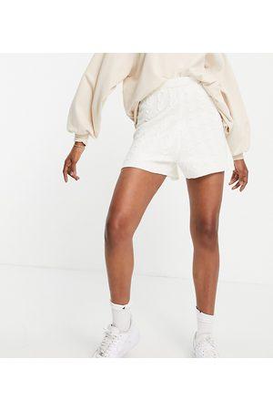 Topshop – Strick-Shorts in Creme mit Zopfmuster, Kombiteil