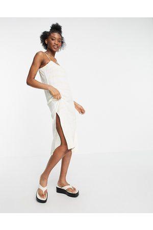 Influence – Camisole-Strandkleid in Weiß mit gelben Streifen