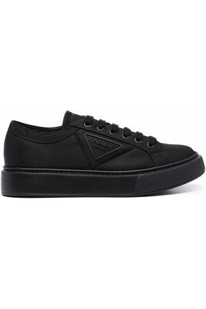 Prada Sneakers aus Re-Nylon