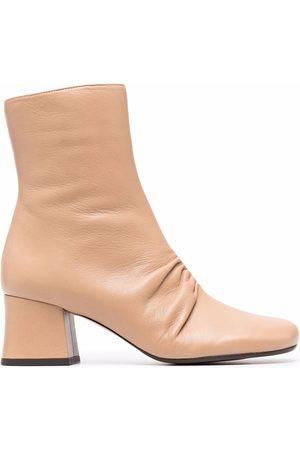Chie Mihara Damen Stiefeletten - Meru gathered-detail leather boots - Nude