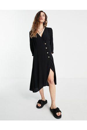 Monki – Kleid in mit Knopfdetail