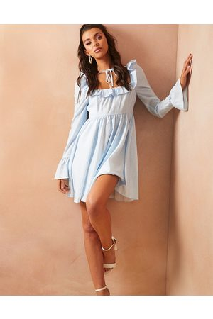 In The Style X Lorna Luxe – Hängerkleid mit blauem Ditsey-Muster bedruckt mit Puffärmeln und Bindeausschnitt-Mehrfarbig
