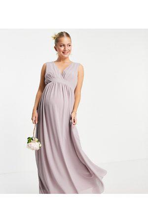 TFNC – Bridesmaid – Brautjungfernkleid aus Chiffon mit Wickeloberteil in Hellgrau