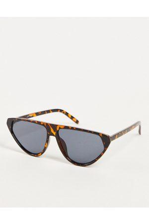 Jeepers Peepers – Sonnenbrille in Grün mit dreieckigen Gläsern und Schildpattoptik