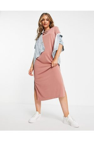 Monki Damen Freizeitkleider - – Isabella – Superweiches Midi-T-Shirt-Kleid in Staubrosa