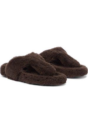 Aquazzura Pantoletten Relax Flat Footbed aus Shearling
