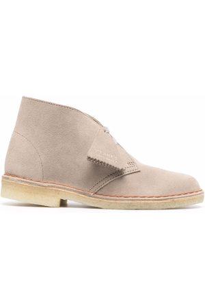 Clarks Damen Halbschuhe - Logo-embossed suede desert boots - Nude
